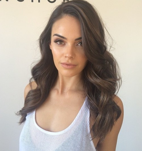 20 Best Hairstyles For Big Foreheads You Should Try On