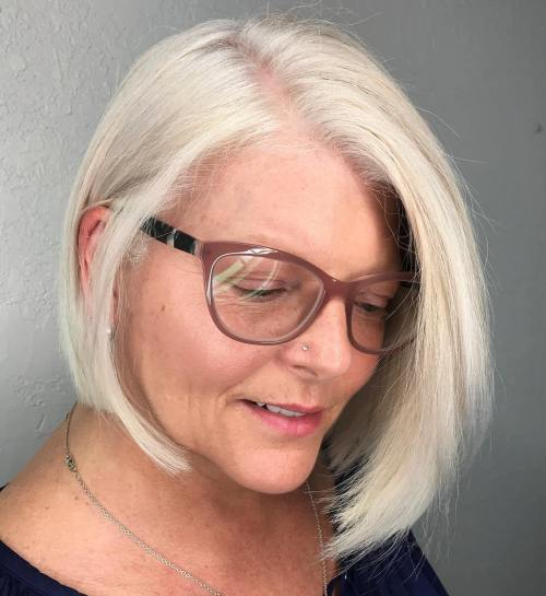 20 universell schmeichelhafte Frisuren für Frauen über 50 mit Brille