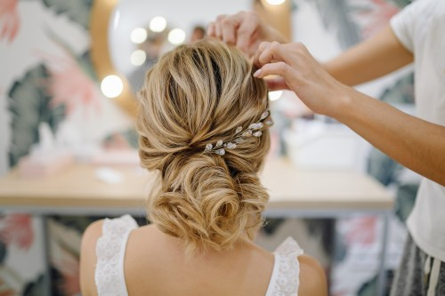 Elegant Wedding Hairstyle for Lond Blonde Hair