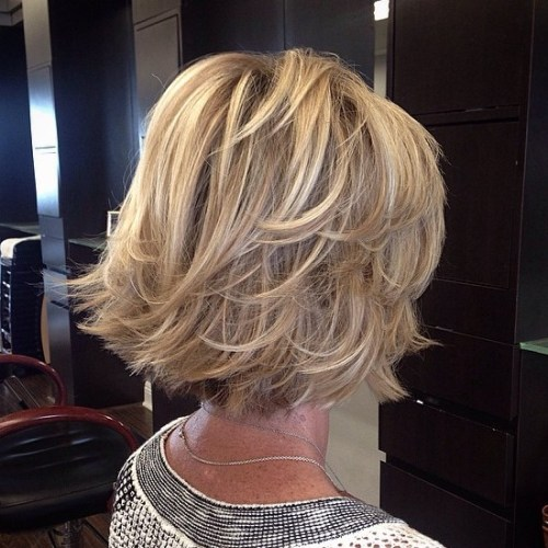 Wispy Blonde Bob With Latyers And Movement