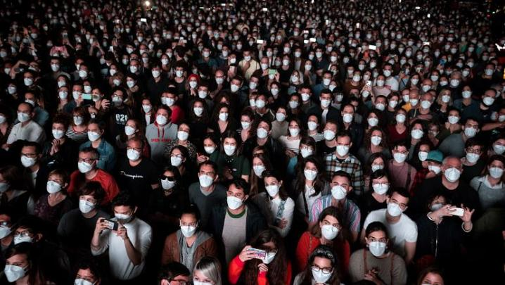 Spain's trial rock concert in the pandemic with 5,000 attendees to test covid-19 contagion.