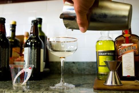 Albertine Cocktail - Straining