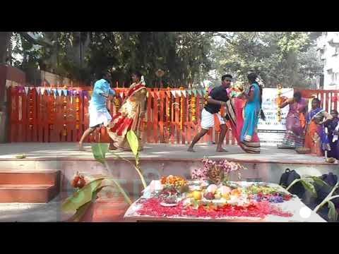 கல்லூரி விழாவில் மாணவர்களுடன் மாணவிகள் போட்ட செம டான்ஸ்