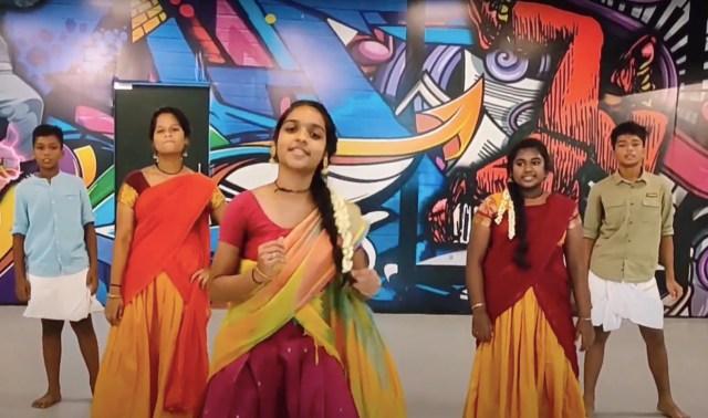 ஒத்த சொல்லால பாடலுக்கு இளம் பெண்கள் போட்ட செம டான்ஸ்