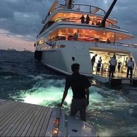 Backing into the party #YachtParties by tomclaeren…