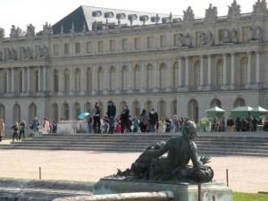 Back guilding statue