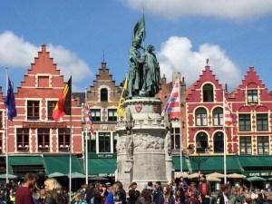 Markt statue