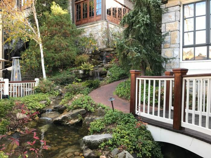 Old Edwards Inn and Spa water feature