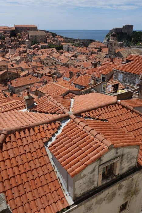 Stepping back in time and walking the Dubrovnik city walls, Croatia. How much does it cost to visit the Dubrovnik walls, how long goes it take, entrances, gates, croatia, view, is it worth it, what is it like, adriatic, things to do in Dubrovnik, not to miss