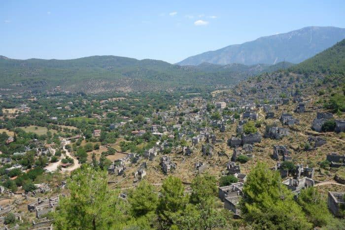 A guide to the Fethiye region of Turkey: Oludeniz, Hisaronu, Kaya. A beautiful, historic paradise, hiking, paraglide, things to do, Dalaman, holiday, views, sea, boat trip, Saklikent, butterfly valley, faralya, Turkiye, Cabak,