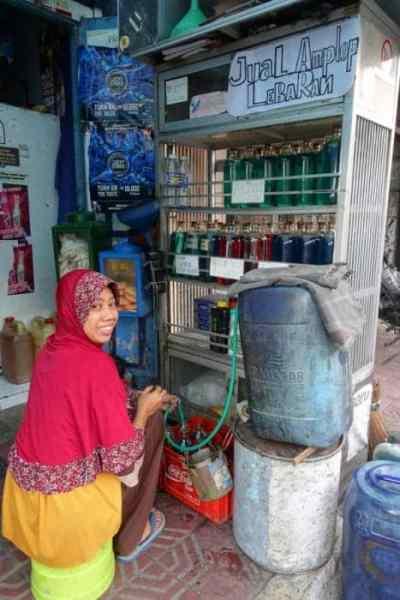 A guide to Yogyakarta, the historic heart of Java we fell in love with, Indonesia, Things to do in Yogyakarta, Things to do in Jogjakarta, What to do in Yogyakarta, yogyakarta indonesia, Alun-Alun Selatan Kraton, bling bling cars, tuk tuk, Walk Between the Twin Beringin Trees blindfolded, Setumbu Hill, Punthuk Mongkrong,Punthuk Sukmojoyo, Purwosari Hill, Jalan Malioboro, Beringharjo market, Water Castle, Taman Sari, Sumur Gumuling, Underground Mosque, Royal Palace, Borobudur, Prambanan, Mt Bromo, Mt Ijen, Bali, transport, getting to Mt Bromo from Yogyakarta, Mt Bromo tour Yogyakarta, Mt Ijen tour Yogyakarta, Getting to Bali from Yogyakarta,