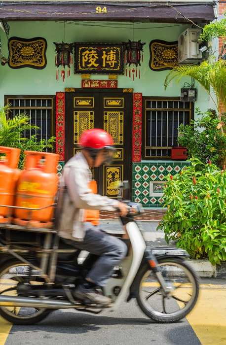 Penang Itinerary: What to do in Penang in 3 days: Georgetown Malaysia guide. Chinese Shop House and Motorbike