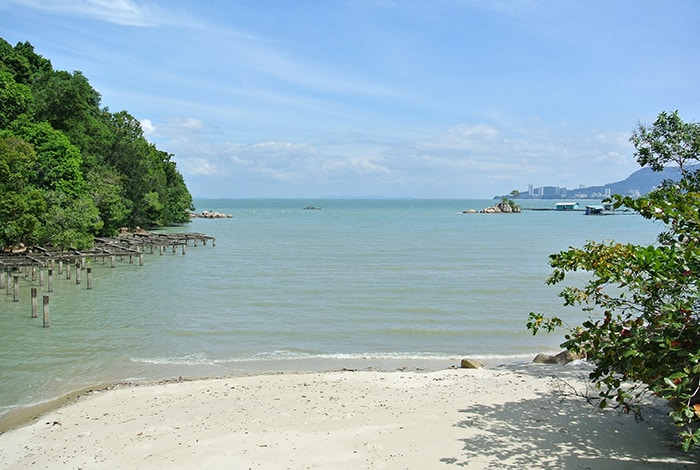 Penang Itinerary: What to do in Penang in 3 days: Georgetown Malaysia guide. Ferringhi Beach.