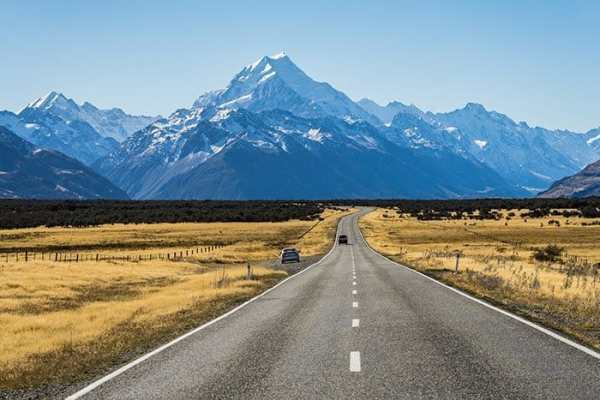 The road to Mount Cook national park in New Zealand, travel photography tips for beginners, Tips on travel photography, tips for travel photography, tips for better travel photos, How to take better photos, composition, Street photography, portrait photography, landscape photography,