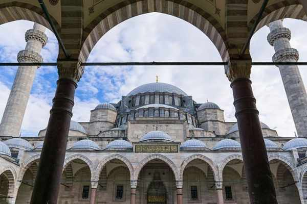 Suleymaniye Mosque in Istanbul, Turkey,  travel photography tips for beginners, Tips on travel photography, tips for travel photography, tips for better travel photos, How to take better photos, composition, Street photography, portrait photography, landscape photography,