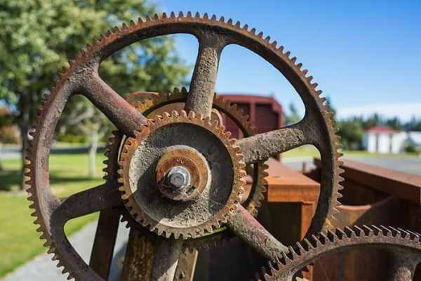 Cogs on machinery in Lumsden, New Zealand, travel photography tips for beginners, Tips on travel photography, tips for travel photography, tips for better travel photos, How to take better photos, composition, Street photography, portrait photography, landscape photography,