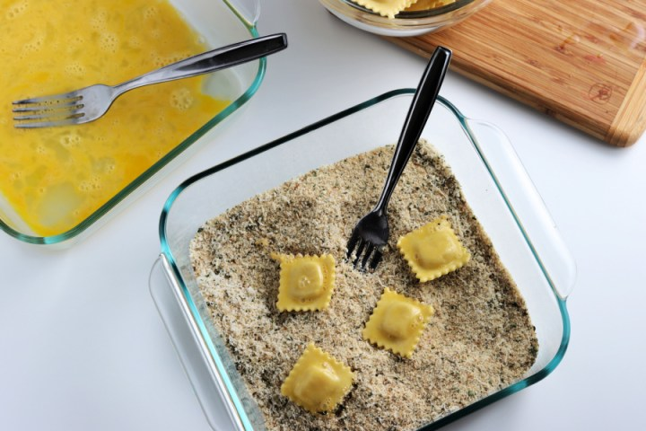 dipping ravioli in bread crumbs