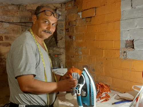 Refugees make PPE for local care home