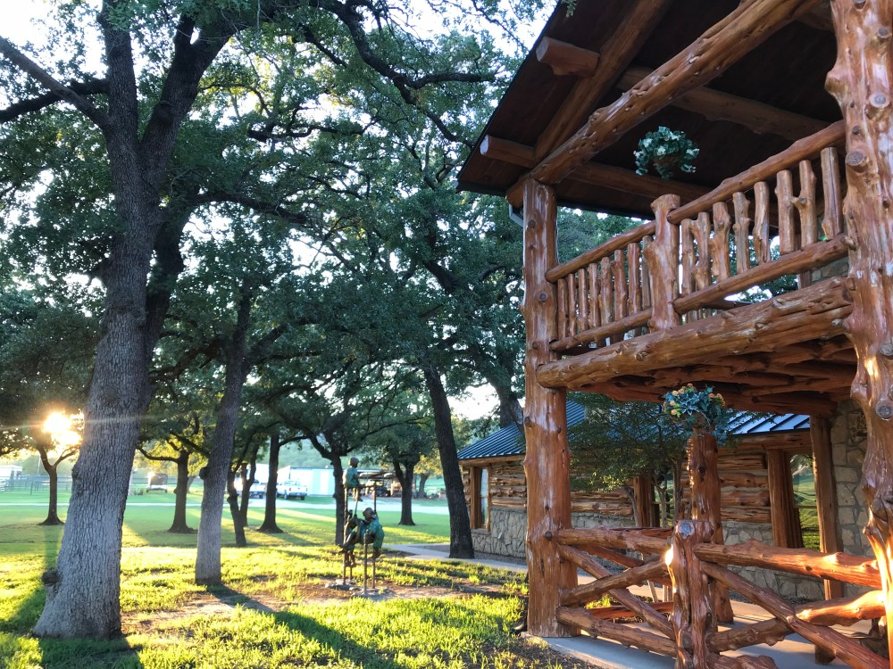 Honey Hollow Ranch Best Texas Vacation Rental Wedding Venue | The Rose Table
