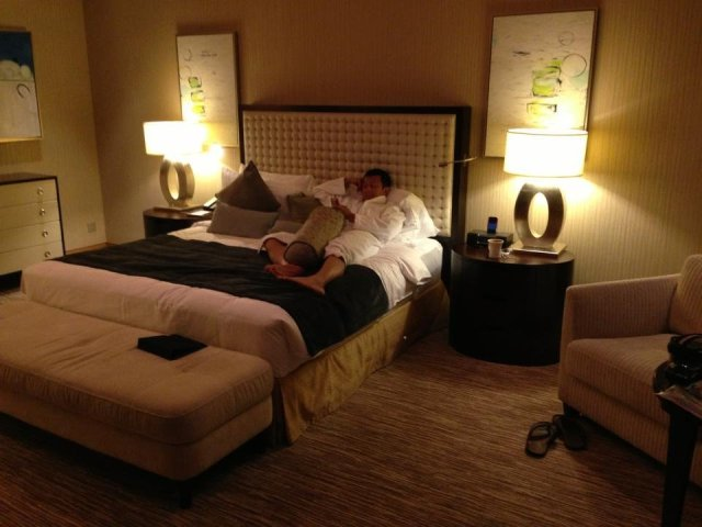 Halef on the bed at the Marina Bay Sands
