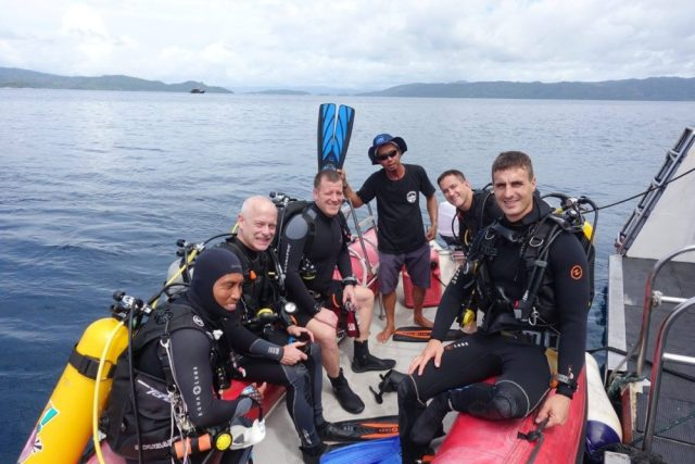 Raja Ampat Liveaboard - divers on a zodiac
