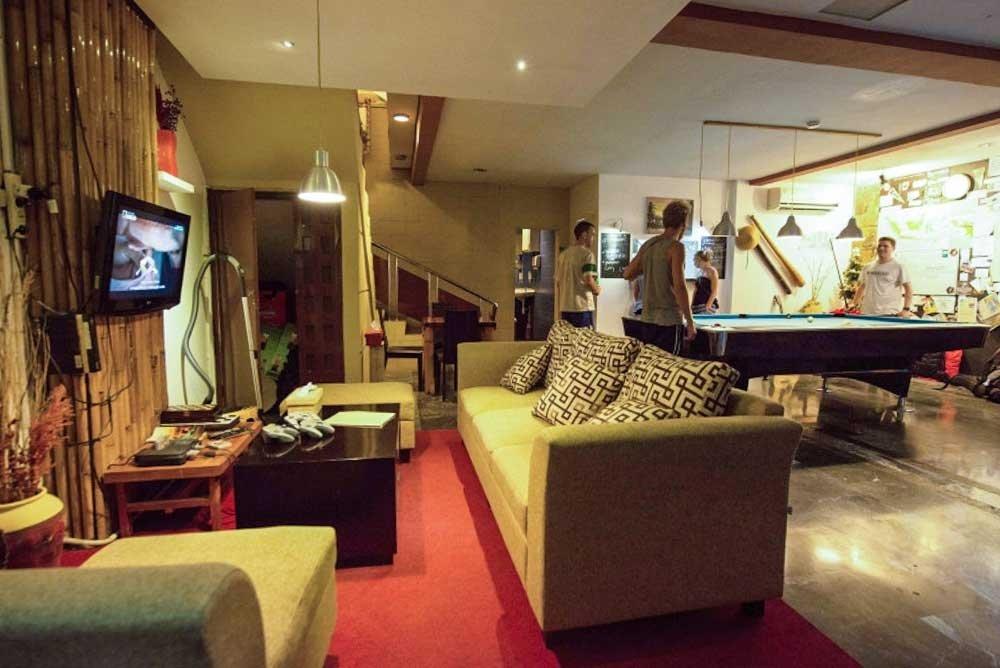Six Degrees Backpackers Hostel - Living Room