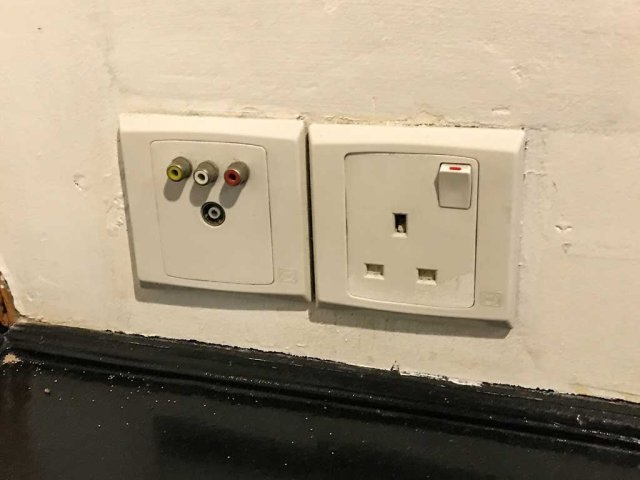 Emperor Leo power outlets