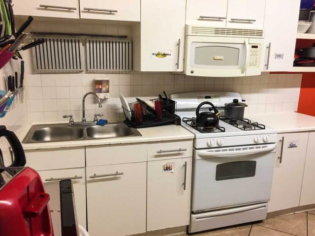 Downtown D.C. Hostel - kitchen
