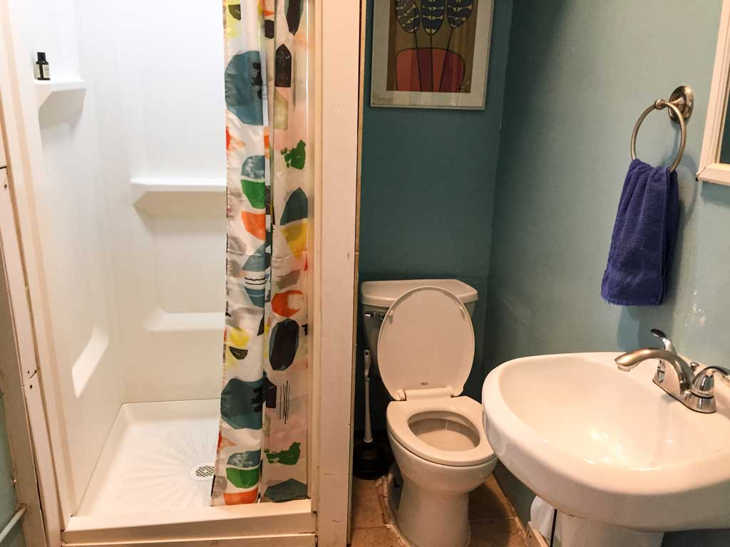 Downtown D.C. Hostel - bathroom and shower