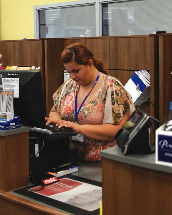 Senior communications major Daniela Miramontes works on the cash register at the CSUB Bookstore on Sep. 9. Photo by AJ Alvarado