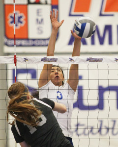 CSUB's outside hitter Edithza Urias attempts to block a kill from Grand Canyon on Oct. 24 at the Icardo Center. Photo by AJ Alvarado/The Runner
