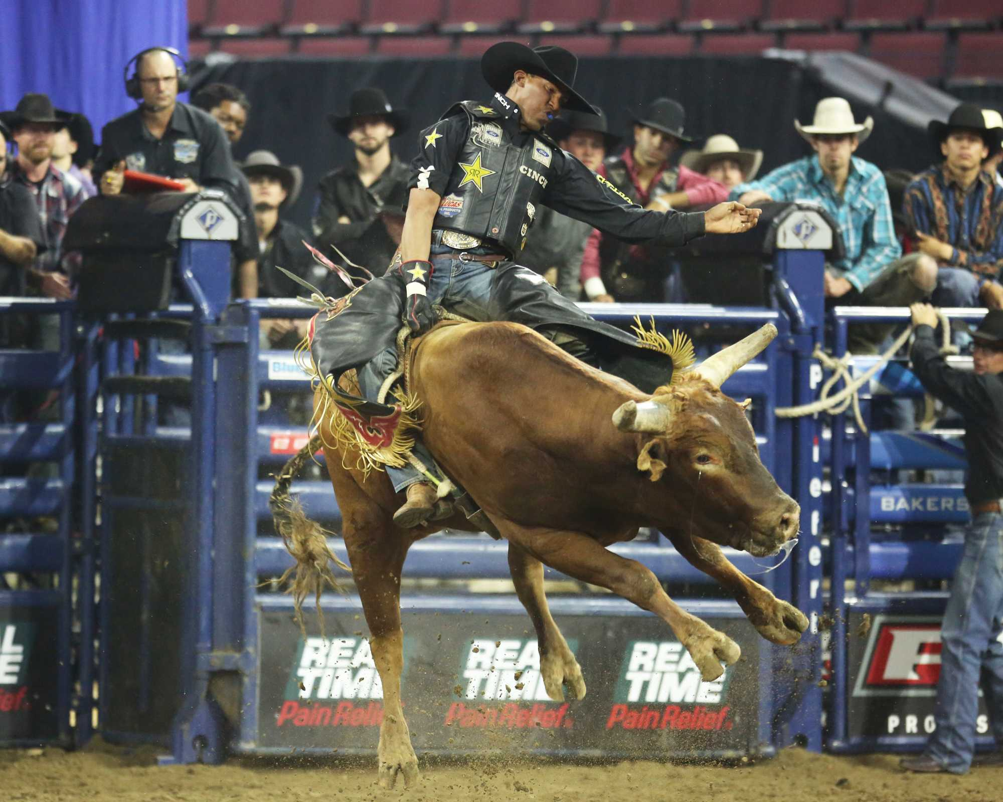 Valdiron de Oliveira holds on as Slingin It jumps and twists his body as he looks to throw the rider from his back.