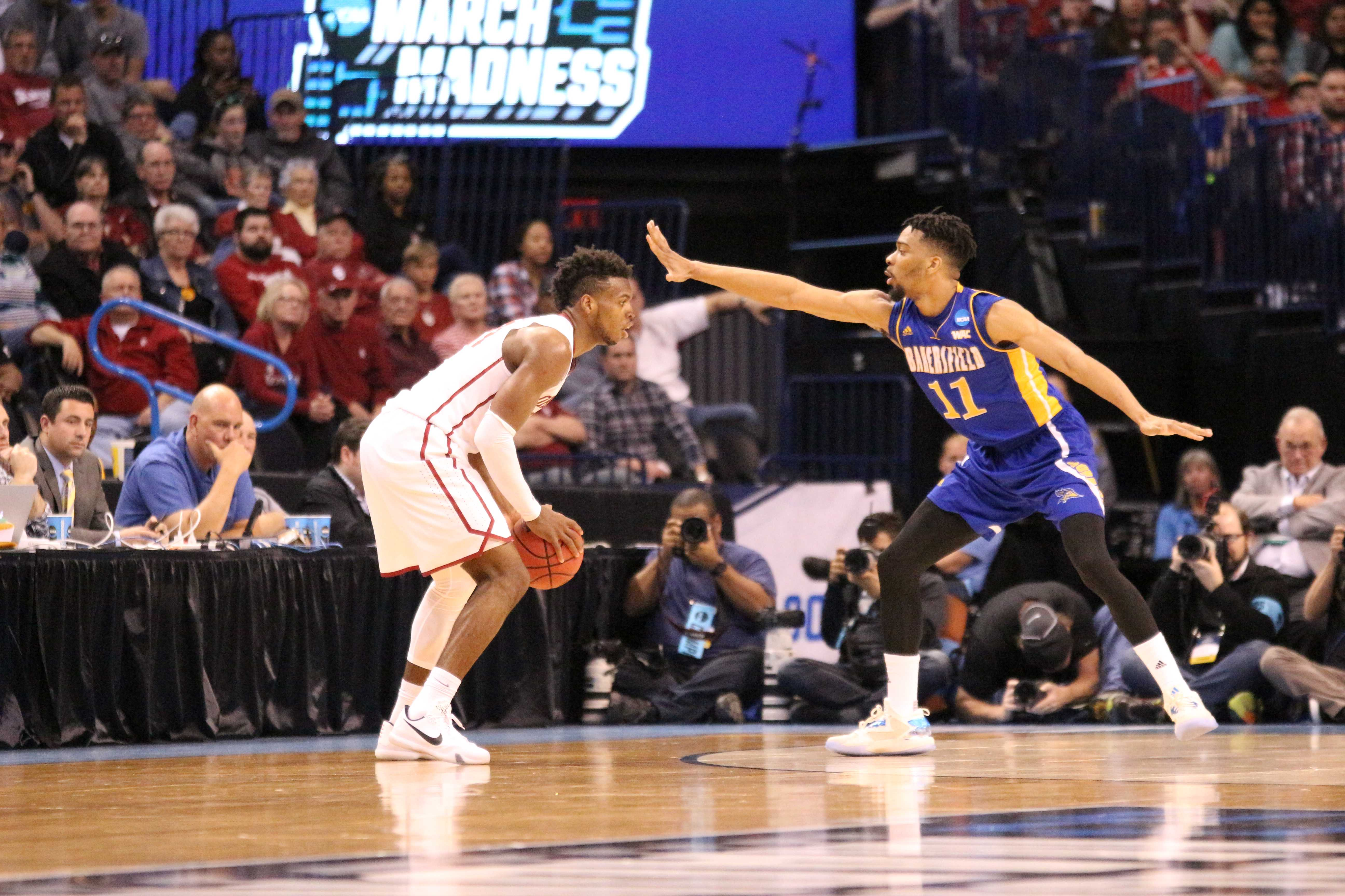 Redshirt-junior Jaylin Airington guards senior guard Buddy Hield during Friday's game. Photo by Alejandra Flores/The Runner