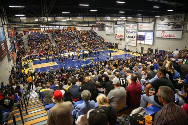 CSUB had its first sellout crowd of this season Tuesday, Nov. 22. Photo by AJ Alvarado/The Runner