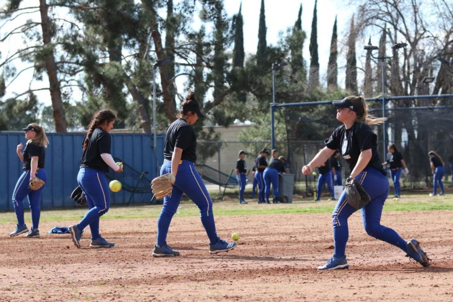 CSUB softball girls during practice on February 2019. Photo by Sergio Hernandez