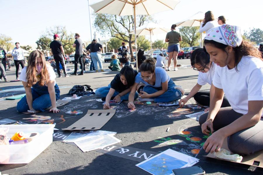 Sophia Rios, Hien Nguyen, Robyn Franco, Kat Hui, and Alex Biternas from Stockdale High School, working on their square. Saturday, October 16, 2021.
