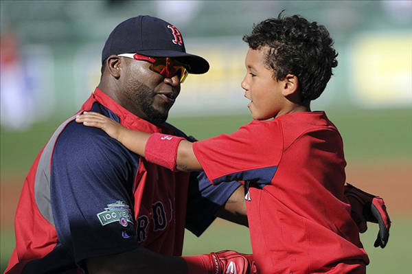 MLB - MLB dads take their kids out to the ballgame - FOX Sports Photo Gallery | FOX Sports on MSN