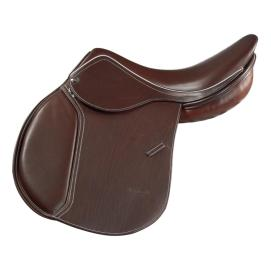 Pro – A medium seat depth, the Pro looks like a French saddle, but with all the benefits of real English construction. Available with all custom options, I currently have one in sturdy Memel and one in calf, with 100% wool panels.