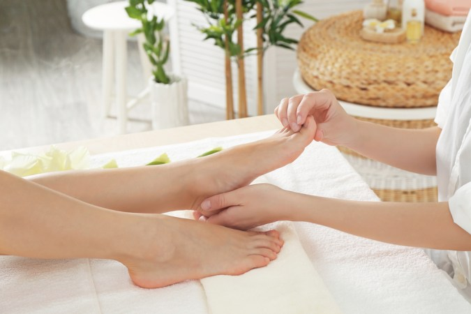 FOOT MASSAGE TREATMENT