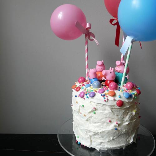 Jetzt wird's bunt! – eine märchenhafte Regenbogen-Torte