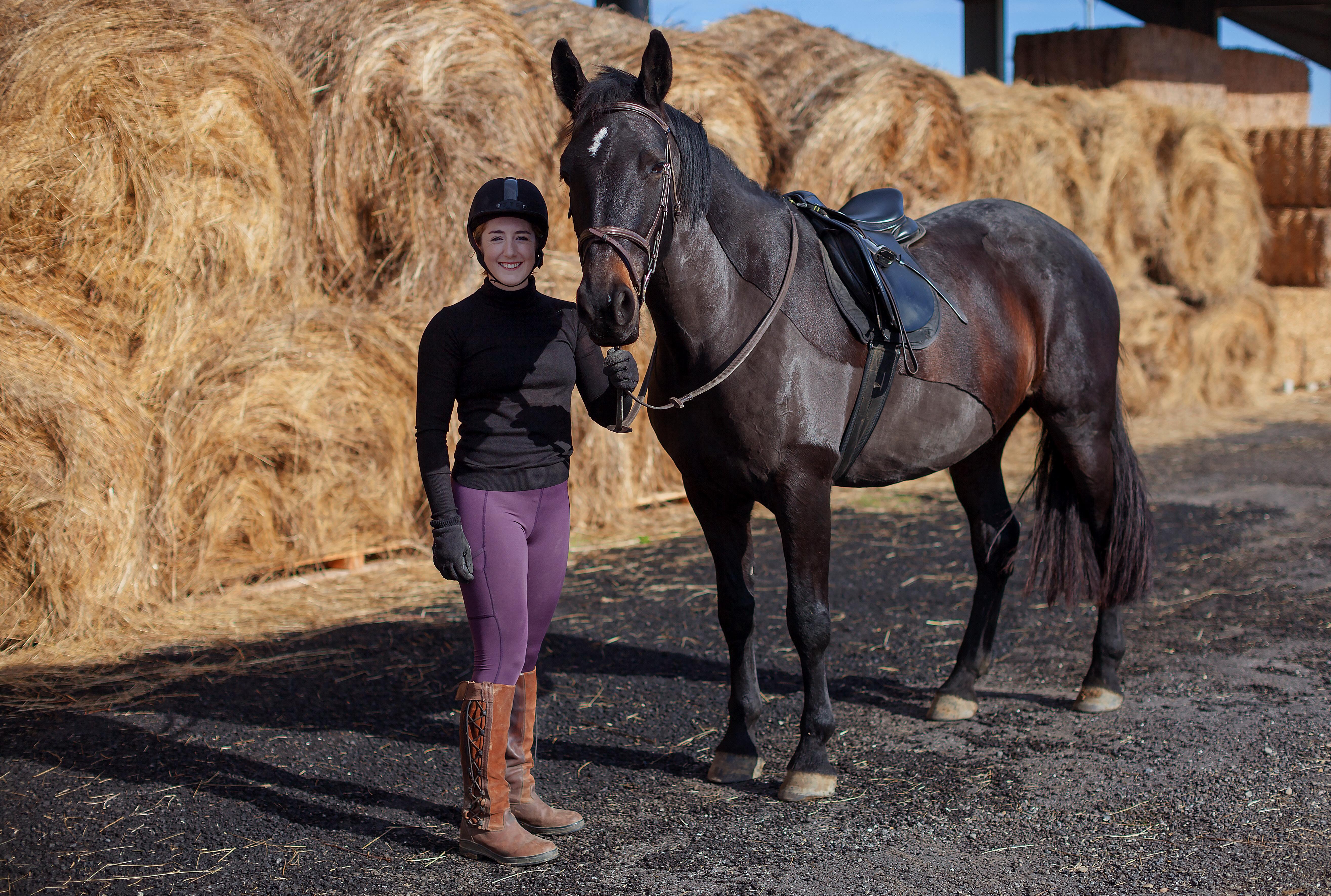 Louise Dando – In Due Horse