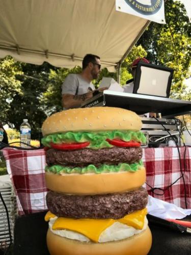 DJ-Burger-at-the-Burger-Battle