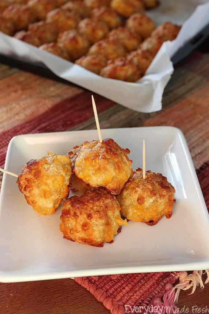 Here is the ultimate Pinterest list for easy tailgate foods. Football, fall, and food! These tailgate ideas that will please any crowd. This Pinterest roundup of tailgate ideas has been divided into five different categories; appetizers, chicken recipes, meaty recipes, slow cooker recipes, and dessert recipes. Try them today! Fall   Football   Tailgate Ideas   Tailgate Food   Roundup   Best of   The Savvy Couple
