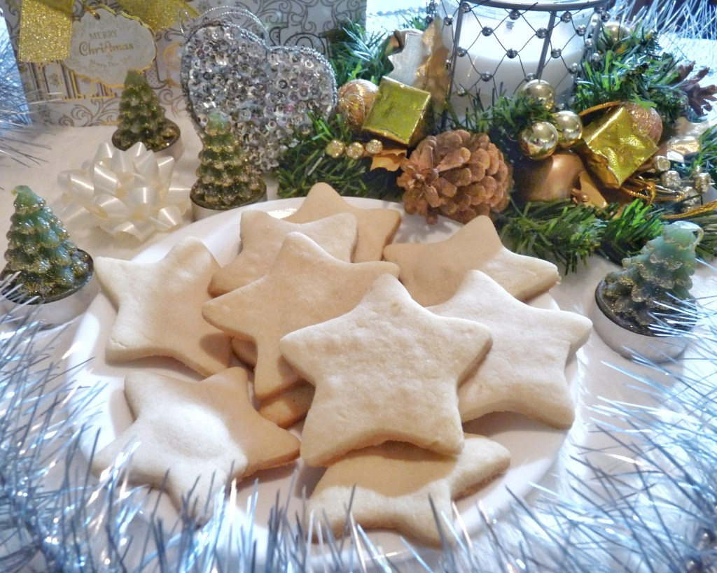 These festive holiday shortbread cookes are amazing!