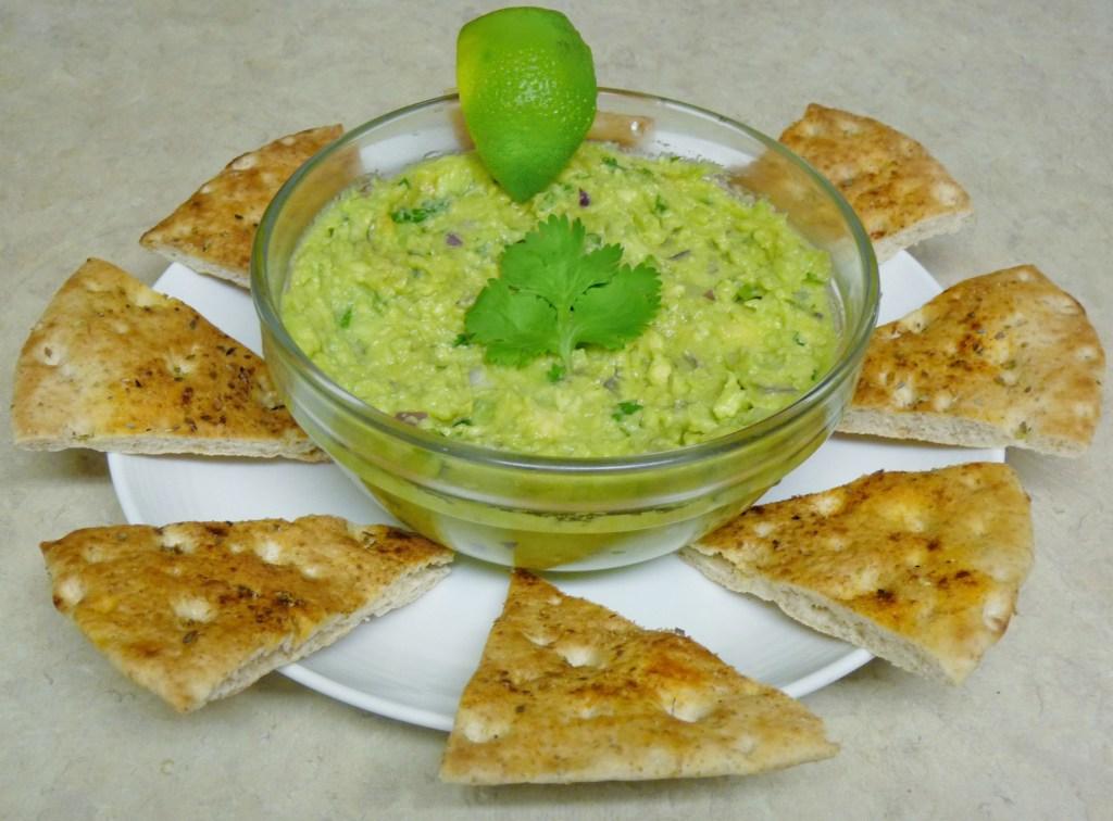 Easy and yummy guacamole recipe! #guacamole #recipe #avocado #pita #chips