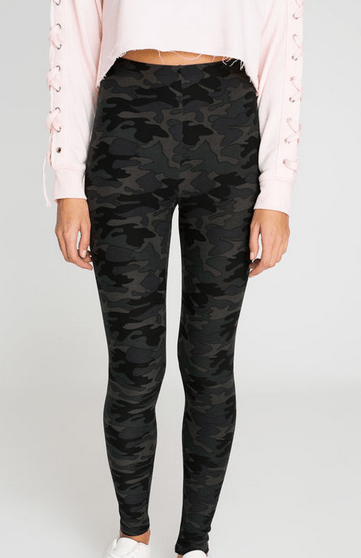 Ways to wear camouflage that are fun and easy! #camouflage #fashion #styles #leggings