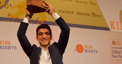 Meet The 16-Year-Old Syrian Refugee Boy Mohamed Al Jounde Presented With An International Peace Award