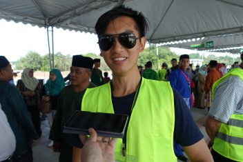 Raymond Wong, 27, an interior designer who came along with his family of five to volunteer to help keep the Taman Mahkota Jubli Emas free of trash during the park's launching this morning.