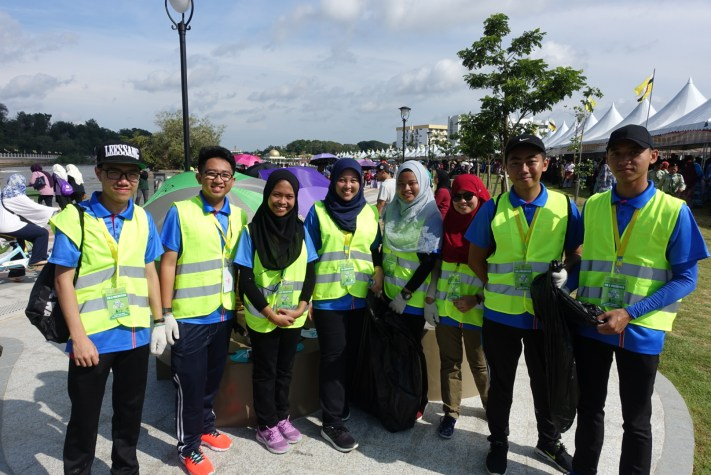 Students from Politeknik Brunei who volunteered to keep the Taman Mahkota Jubli Emas clean during its launching this morning.