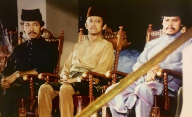 Seated at the royal dais are the sultan's brothers. L-R: HRH Prince Haji Jefri Bolkiah; HRH Prince Haji Sufri Bolkiah; HRH Prince Mohamed Bolkiah. Photo via Brunei History Centre/Infofoto